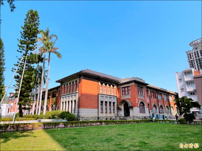 新竹市保留許多日式建築,圖為新竹州廳。(記者洪美秀攝)