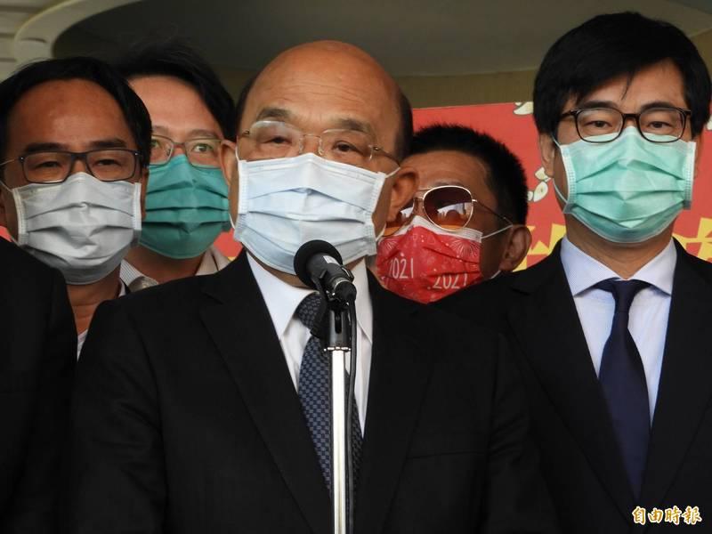 行政院長蘇貞昌呼籲國人多吃鳳梨,並強調「雞蛋不要放在同一個籃子」。(記者葛祐豪攝)