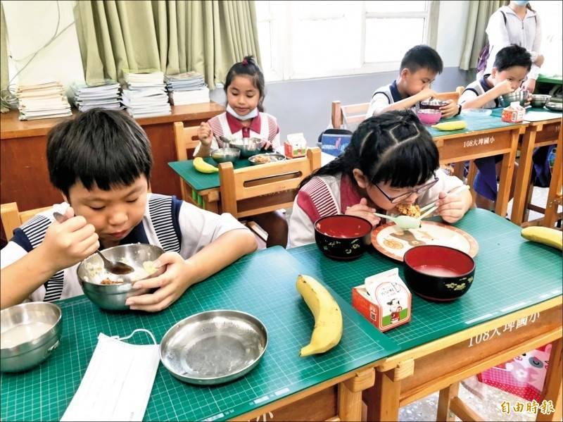 元旦起開放萊克多巴胺美豬進口,台北市教育局要求北市學校、幼兒園、補習班餐點只能使用國產肉品。示意圖非當事人。(資料照)