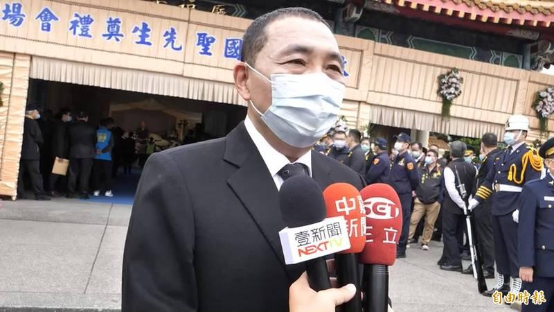 侯友宜表示,面對中國暫停進口台灣鳳梨,新北市願帶頭與果農並肩作戰,歡迎果農來新北推銷。(記者徐聖倫攝)