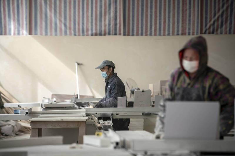 为了应付劳动人口缺乏的状况,中国近期将推动「延迟退休改革方案」。(彭博资料照)(photo:LTN)