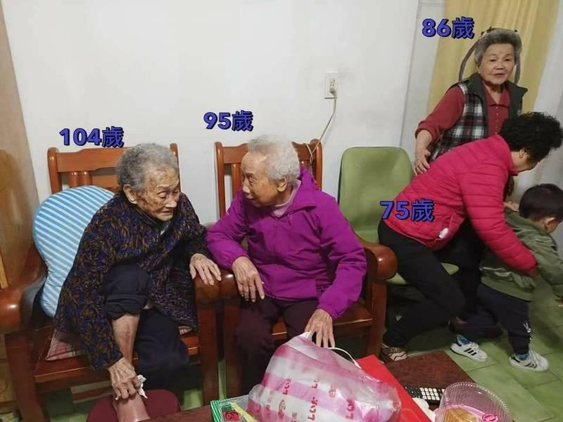 有民眾在網路分享一張照片,只見畫面中有4名長輩,若歲數相加竟多達360歲,網友們看到紛紛直呼「好厲害」。(圖由網友授權提供)