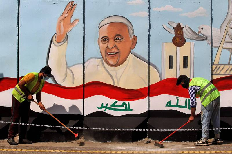 Iraq welcomes the visit of Pope Francis, and propaganda to welcome Francis appears in the capital Baghdad.  (AFP)