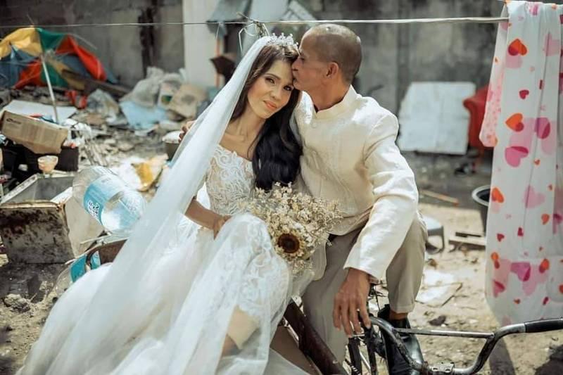 菲律賓這對街友情侶在善心人的幫助下,圓了結婚的夢。(圖擷取自Allahumma ighfirli Aisha臉書)