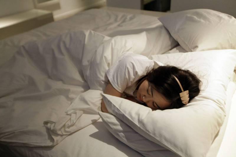 芬兰最新研究显示,熬夜民众在工作中表现欠佳的可能性,达到了早起者2倍之多。睡眠示意图。(路透)(photo:LTN)