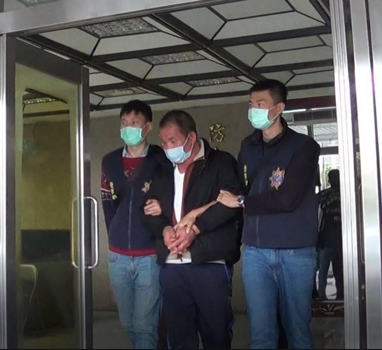涉嫌擄鴿勒索的主嫌張源泉,目前得負責照養「肉票」的安全。(記者劉慶侯翻攝)