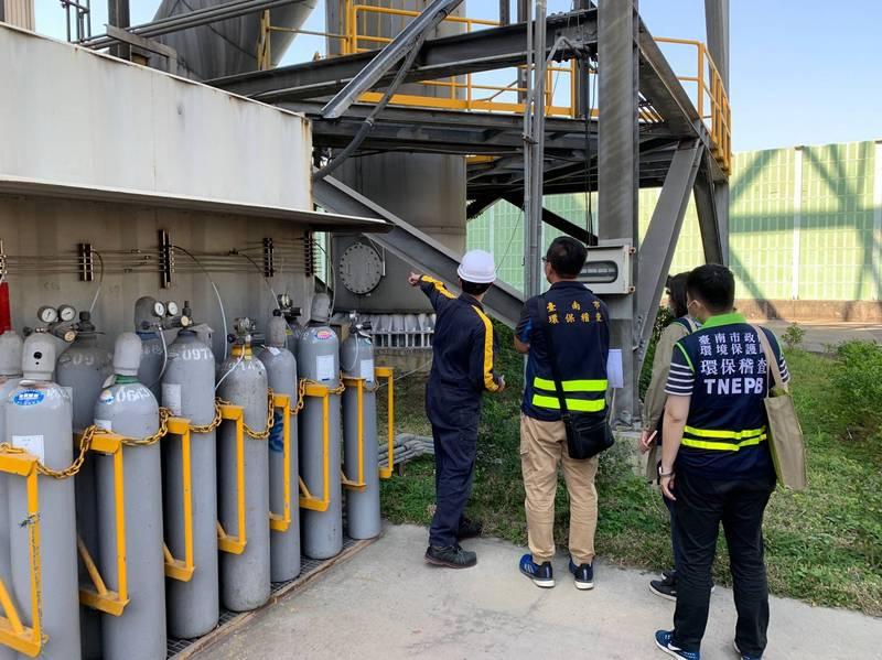 在空品不良季節,南市鎖定鋼鐵冶煉業、電力業等,加強稽查管制。(圖由南市環保局提供)