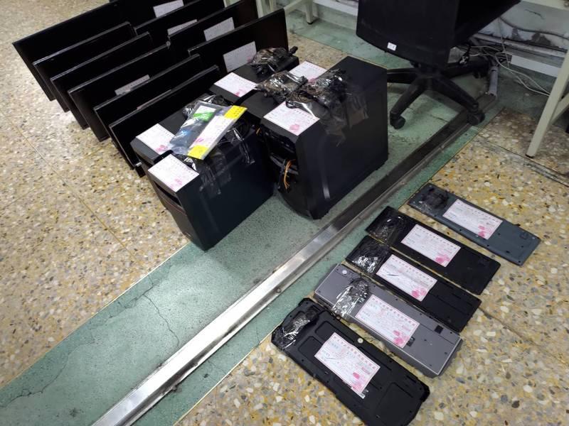 警方在現場查扣手機8支、電腦主機5部、硬碟5顆、螢幕10部等。(記者鄭景議翻攝)
