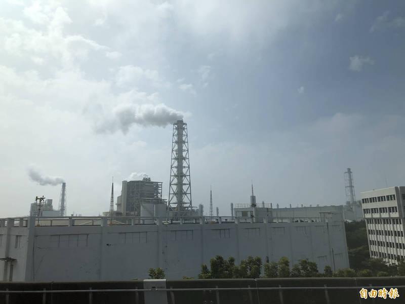 《氣候變遷因應法》預計於本月底公告草案,環保署表示,碳費徵收範圍會再擴大,排碳量沒那麼高的小型製造業也可能納入。(記者羅綺攝)