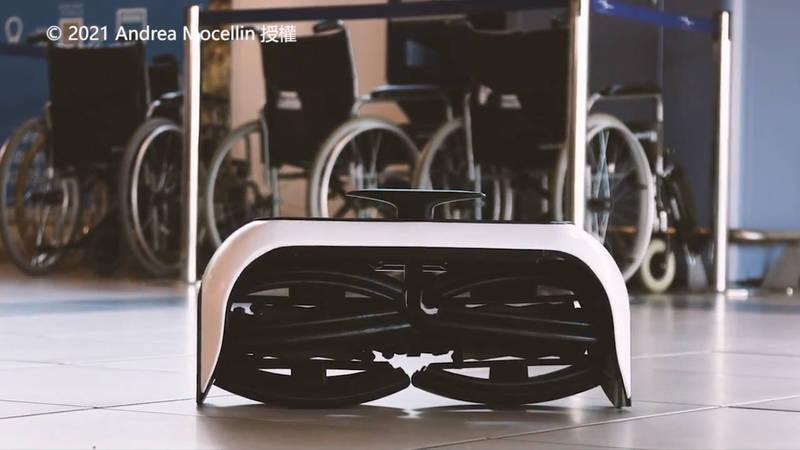 由Andrea Mocellin發明的折疊輪椅Revolve Air。(© 2021 Andrea Mocellin 授權)