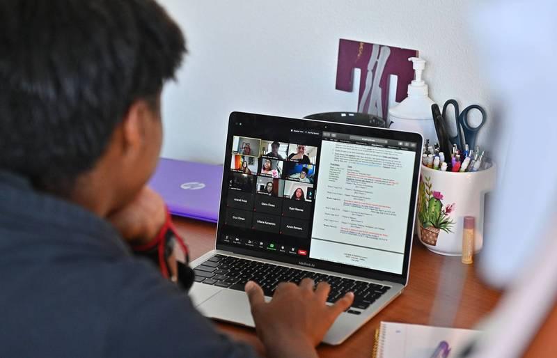 研究指出,使用Zoom等視訊軟體進行遠距辦公,導致員工的壓力比進辦公室還高,更出現「Zoom疲勞」(Zoom fatigue)症狀。(法新社)