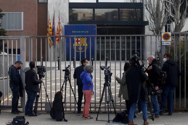 西班牙警方突襲了西甲豪門巴塞隆納足球俱樂部的辦公室,並逮捕了多位高層。(歐新社)