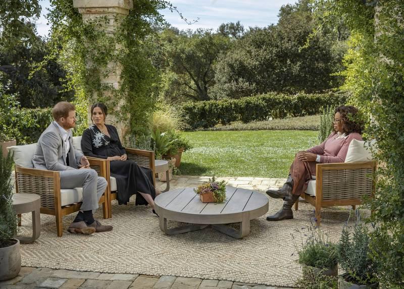 哈利王子接受美國知名主持人歐普拉訪問時,坦言夫妻倆脫離王室的過程「非常艱難」。圖為哈潑製作提供。(美聯社)