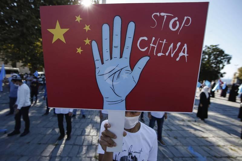 去年10月1日中國國慶日,土耳其的維吾爾人在伊斯坦堡抗議中國政府迫害新疆維吾爾族穆斯林。(美聯社檔案照)