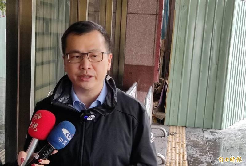羅智強今至台北地檢署告發爆料物流公司副總是否涉及不違背職務行賄罪,稱要還蔡適應及其團隊的清白。 (記者陳慰慈攝)