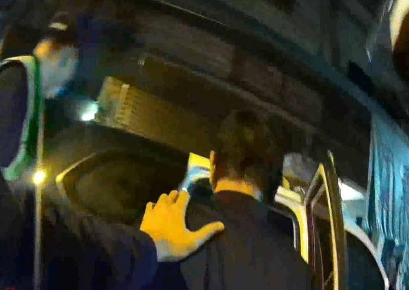 警方逮獲吳男依法送辦。(民眾提供)