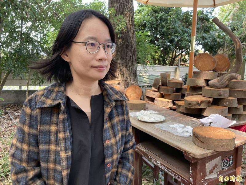 曾任台北農產運銷公司總經理的吳音寧(見圖)今天與一群關心台灣農業問題的大學生座談,從這次「鳳梨事件」談及當年在北農任內裁撤國貿部。(記者顏宏駿攝)