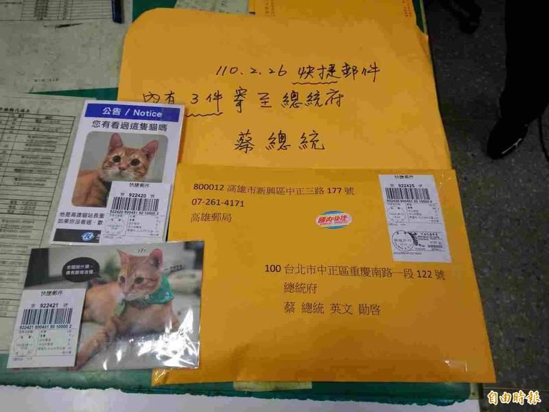 高雄郵局迅速製作「蜜柑站長 寶島風情郵票-高雄市」個人化郵票。(記者黃旭磊攝)