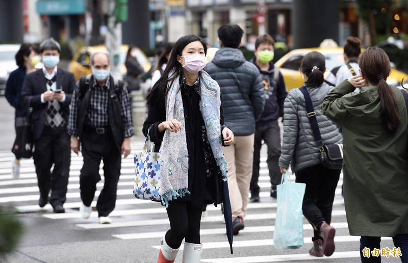明天受東北季風影響,北台灣感受上較濕涼,北部及東半部有局部短暫雨。(記者羅沛德攝)