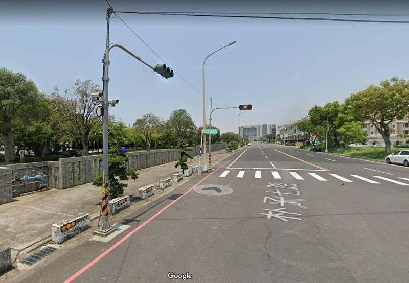 柯男家屬在嘉縣朴子市嘉義區監理所附近交付贖金,柯男即獲釋。(擷取自google地圖)