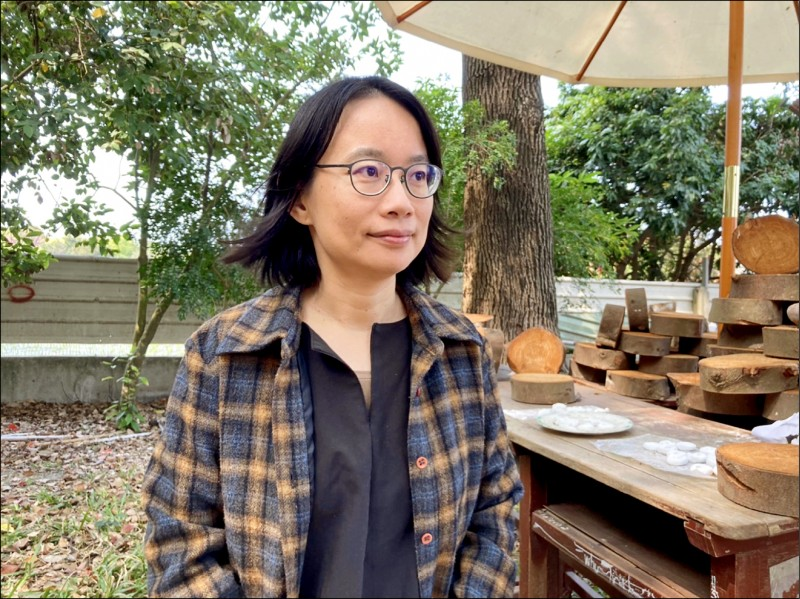 針對「鳳梨事件」,前北農總經理吳音寧指當年堅持裁撤北農國貿部,才不致讓農民受害。 (記者顏宏駿攝)