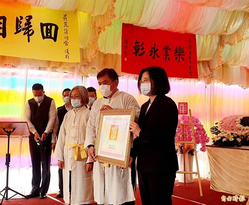 故國策顧問黃崑濱告別式今舉行,總統蔡英文頒贈褒揚令。(記者王涵平攝)
