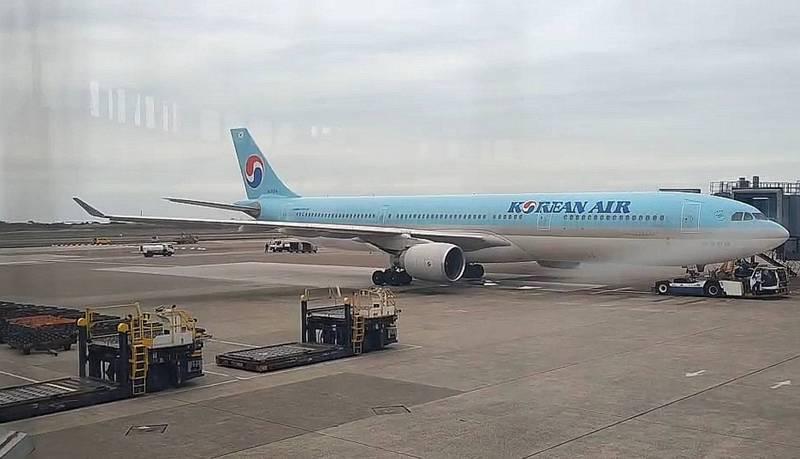我國採購的AZ疫苗已於上午10點25分由大韓航空691班次運抵桃園機場。(讀者提供)
