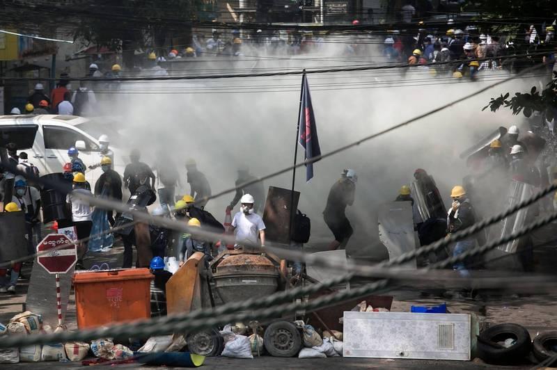 緬甸街頭變成戰場,當地街道槍林彈雨,民眾直呼「這太可怕了,這是一場大屠殺」。(法新社檔案照)
