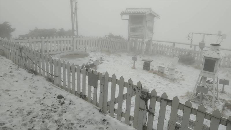 玉山降雪景觀。(氣象局提供)