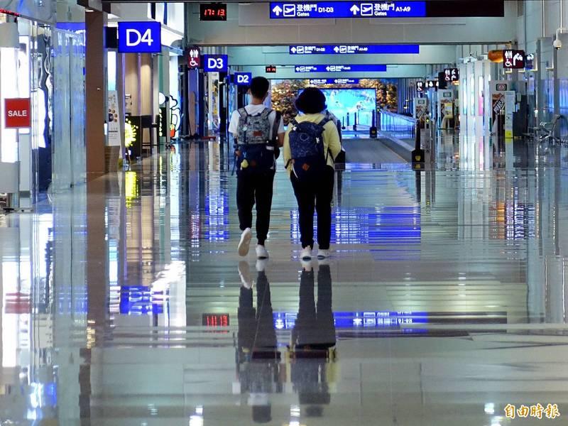 2月28日從台灣飛往日本東京的長榮航班有1名我國籍男性檢出陽性;中央流行疫情指揮中心研判,當事人1月在日本時已感染,這次返台接觸者採檢均陰性,對社區影響不大。圖為桃園機場。(資料照,記者朱沛雄攝)