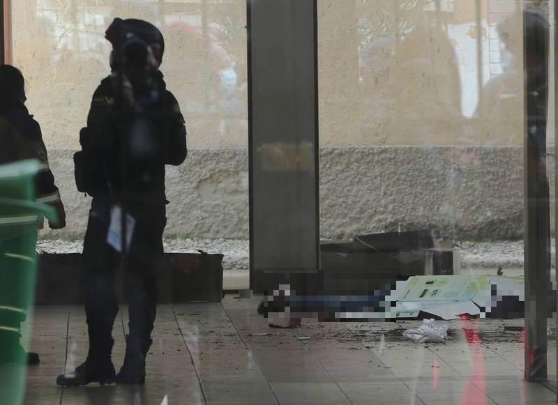 埃爾阿爾托公立大學週二驚傳學生擠爆欄杆墜樓死傷意外。(歐新社)