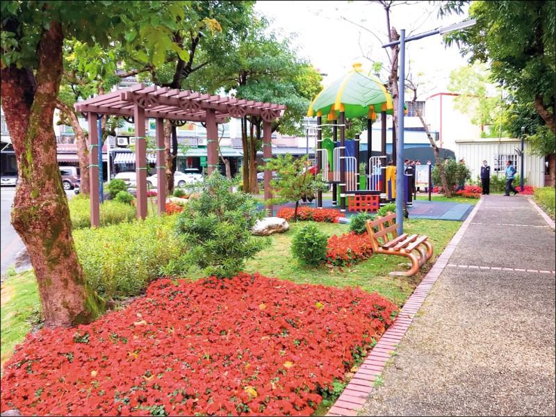 羅東信義小公園綠美化,營造出優質城市花園景觀。(記者江志雄翻攝)