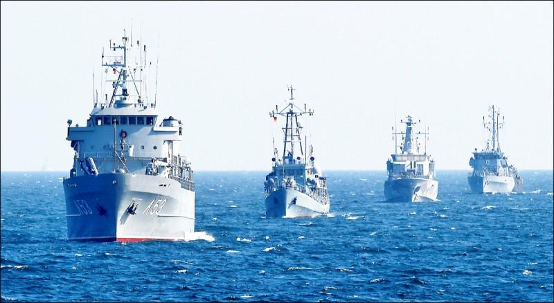 德國聯邦國防軍海軍巡防艦二○一九年九月在德國北部羅斯托克市附近的波羅的海海域演習。(路透檔案照)