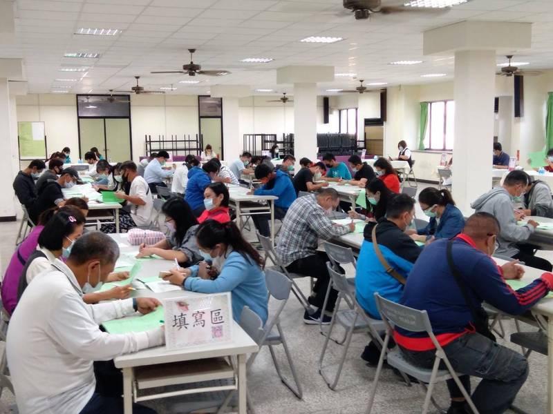 台南就業中心與多家廠商於3月連辦13場徵才活動、釋出上千個工作職缺。(圖:台南就業中心提供)