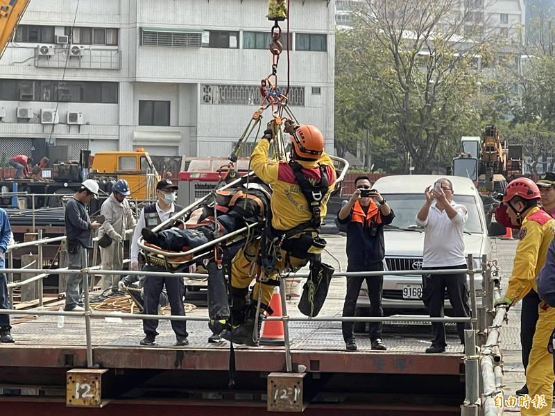 高市美術館高級住宅區一工地傳工安意外,5名工人受傷,其中1人不幸死亡。(記者黃良傑攝)