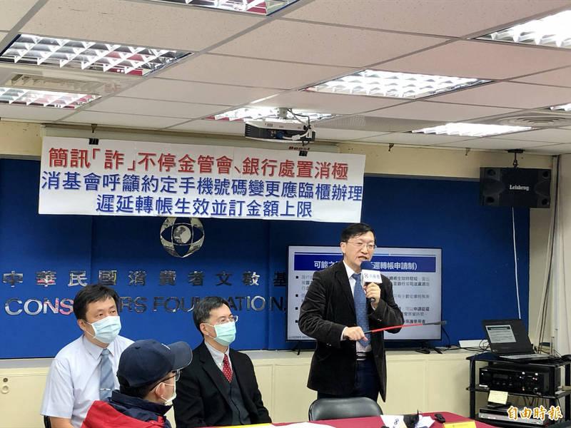 金融詐騙事件頻傳,林宗男呼籲銀行積極因應,也提醒民眾提高警覺。(記者羅綺攝)
