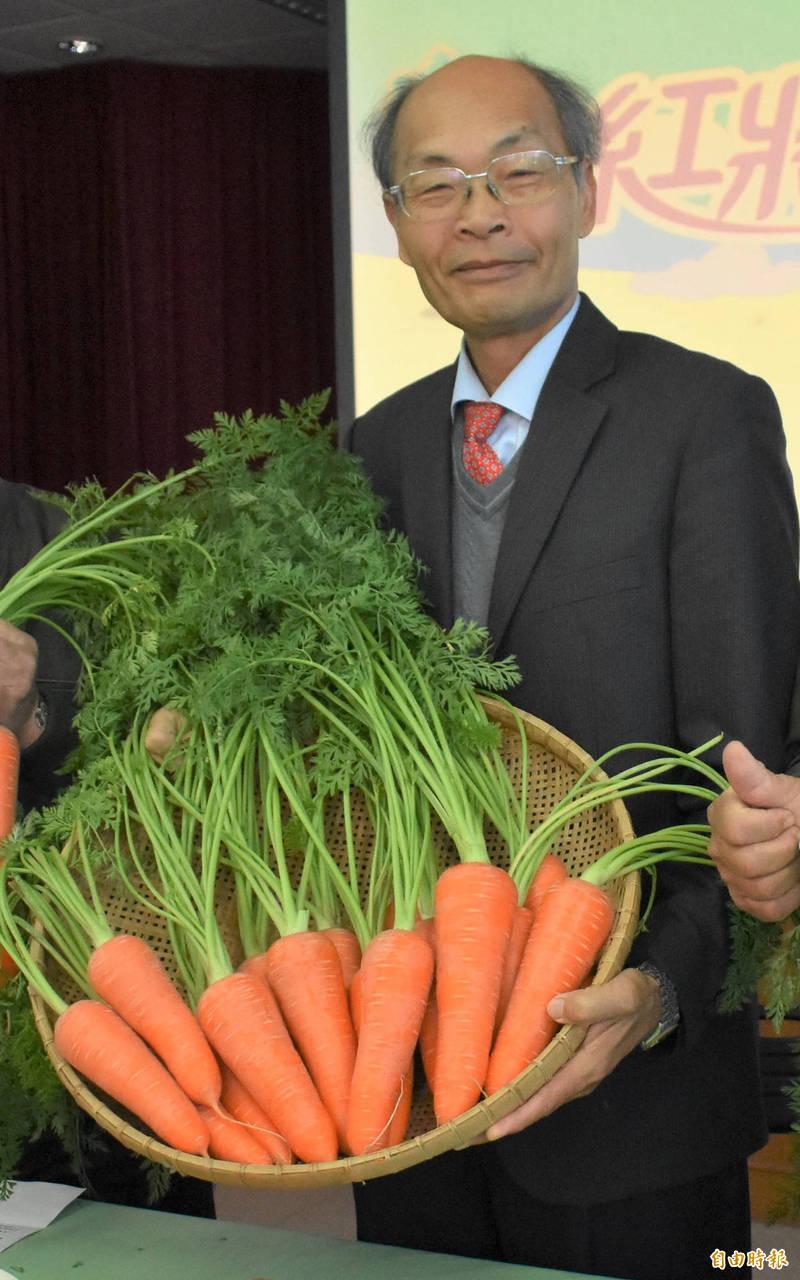 將軍區農會總幹事吳明成在理事選舉落敗,將辦理退休。(記者楊金城攝)