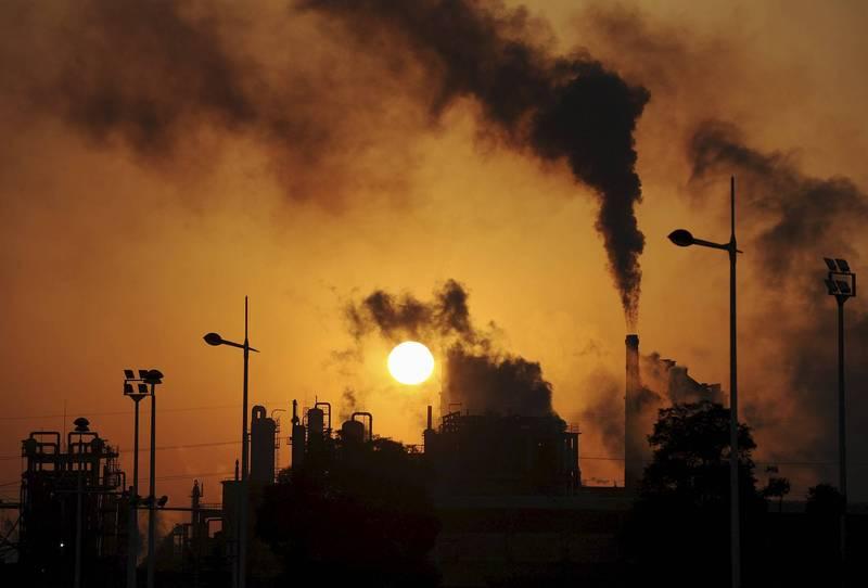 美國認為可在氣候變遷議題上與中國合作。圖為中國合肥的化工廠排放濃煙。(路透資料照)