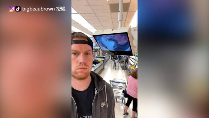 Beau Brown跟商店裡的監視器一樣高。(Instagram/TikTok bigbeaubrown 授權)