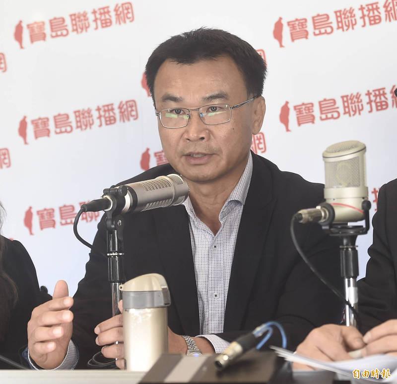 農委會主委陳吉仲4日接受寶島聯播網主持人簡余晏、汪潔民專訪。(記者簡榮豐攝)