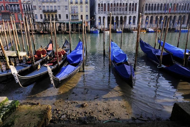 義大利著名水都威尼斯正適逢3年來運河第2次乾涸,最低水位一度來到海平面以下48公分。(路透)