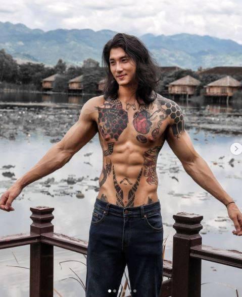 Paing Takhon有著帥氣外表與壯碩身材,臉書、IG粉絲頁都有破百萬人追蹤。(圖翻攝自Paing Takhon IG)