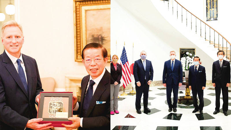 Joseph Young, charge d'affaires ad interim at the US embassy in Tokyo, left (in left panel), hands Representative to Japan Frank Hsieh a plaque, earlier this week. Photo: Screen grab from Joseph Young's Twitter account