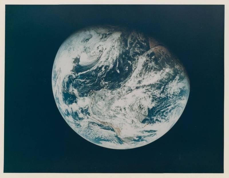 「99942 阿波菲斯」小行星本週將飛掠地球。示意圖。(路透)