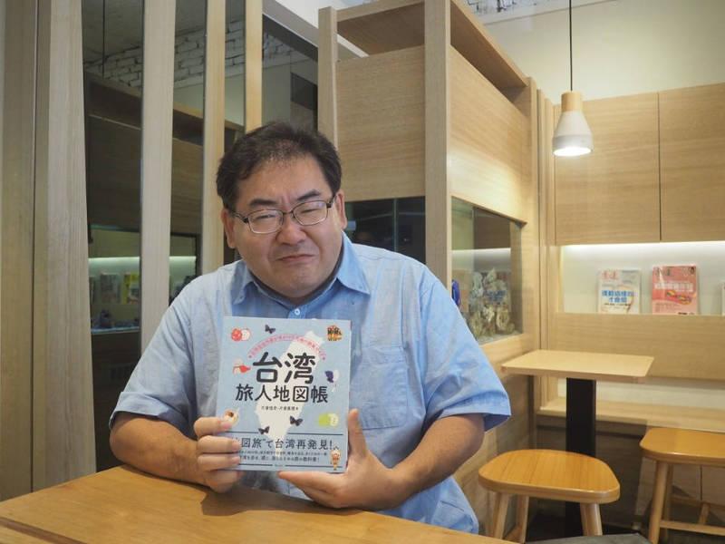 片倉佳史網路開直播介紹台灣鳳梨。(照片由片倉佳史提供)