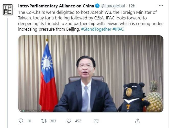 外交部長吳釗燮以視訊方式參與「對華政策跨國議會聯盟」會議,並在會中向各國推廣台灣鳳梨。(取自網路)