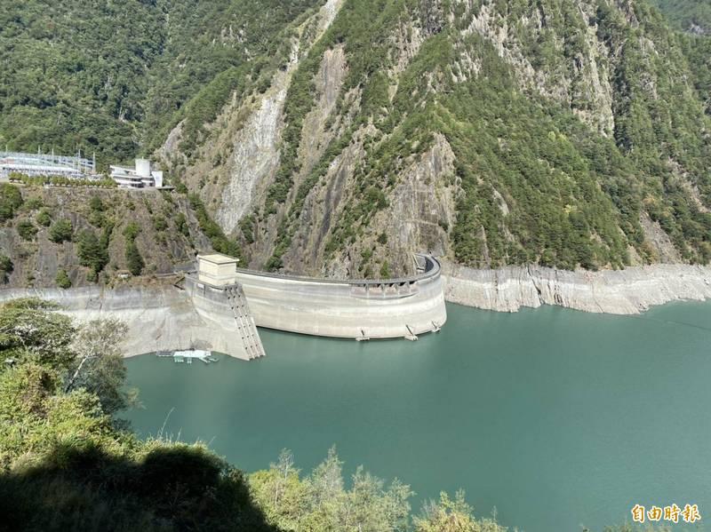 德基水庫水位自去年下半年至今,持續下探。(記者張軒哲攝)