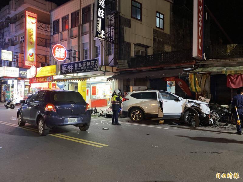 礁溪中山路昨天晚上發生車禍 (記者蔡昀容攝)