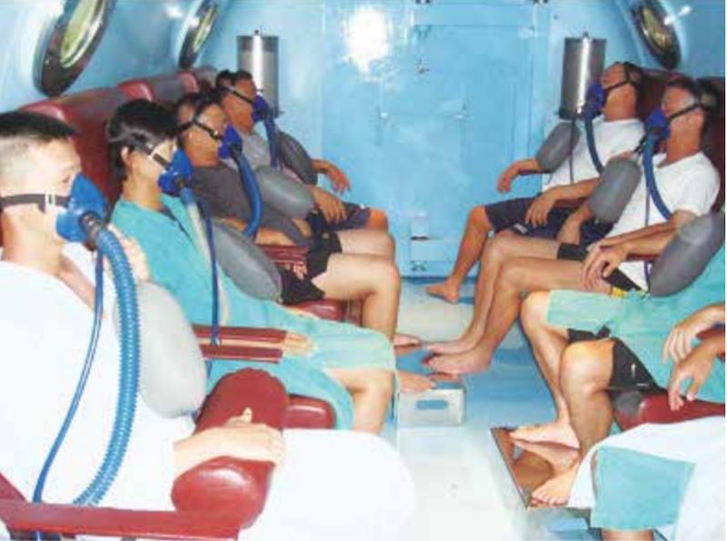 國防部採購1套新型模擬深潛訓練艙,可模擬飽和潛水情境,有效提升潛艦及水下作業大隊官兵的作戰技能,已與得標廠商完成簽約。圖為現行使用的模擬深潛訓練艙。(圖:擷取自國軍高雄總醫院左營分院)