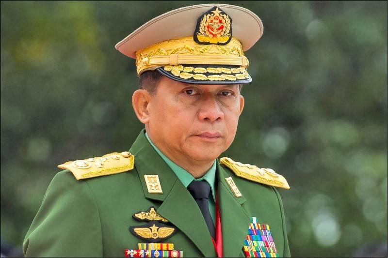 緬甸軍政府一度想轉移10億美元資金未果。圖為緬甸武裝部隊總司令敏昂萊。(法新社)